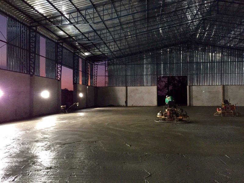 Obra em execução: Desempenamento e polimento do piso - Pq. Industrial II